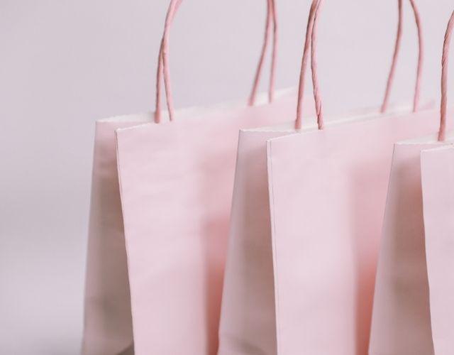 捨てられないブランドの紙袋や箱はどうする?アイキャッチ