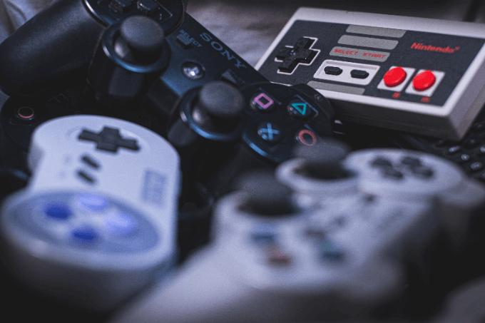 ゲーム機やコントローラー